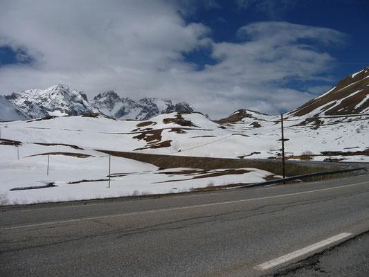 sneeuwlandschap bovenop de pas (Col du Lataret)