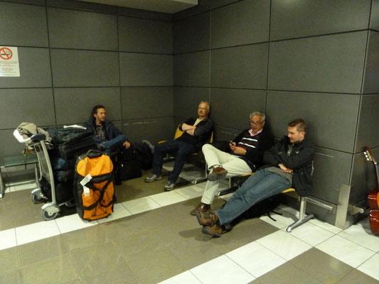 lang wachtend op het vliegveld van Thessaloniki
