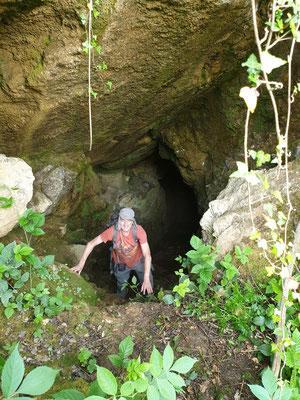 Martin stapt uit grot, foto Marcel