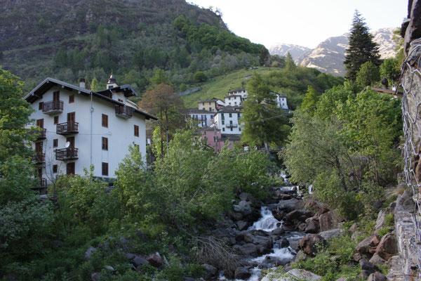 Dorp bovenop de berg, foto Ruud