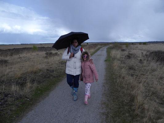 Bhartie en Rashmi in een hagelbui
