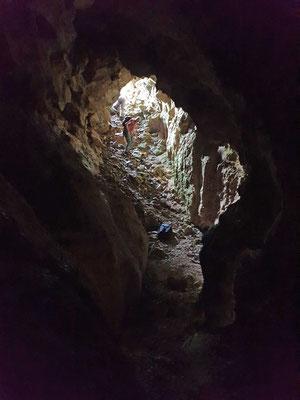 Martin aan begin grot, foto Marcel
