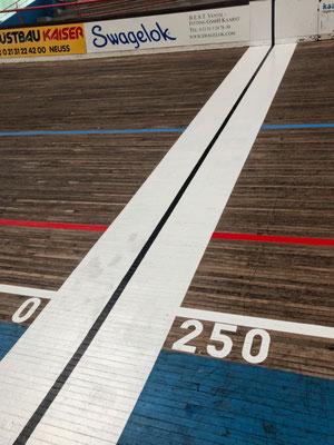 Start und Ziel der 250 m Radrennbahn
