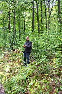 Forstbetriebsleiter Matthias Wallrapp bei der Exkursion
