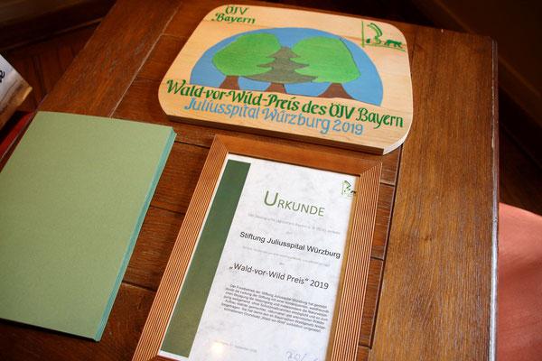 Urkunde und Holz-Puzzle