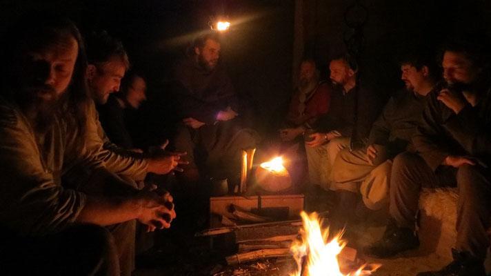 Abends ging es dann zur geselligen Runde ums Feuer...