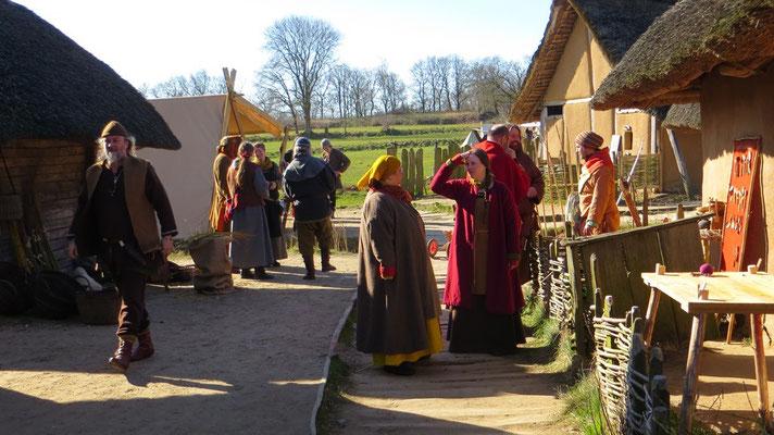 Am frühen Morgen, wenn das Dorf erwacht und nur Wikis unterwegs sind, bekommt man ein Gespür, wie es damals gewesen sein könnte.