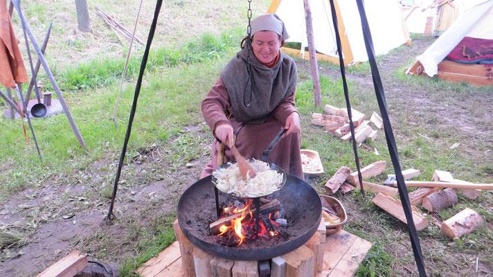 Solá schwang - dieses mal als Odingers Assistentin - mal wieder den Kochlöffel...