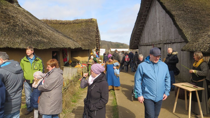 Und wie gewohnt stürmten die Besucher das Wikingerdorf am Haddebyer Noor