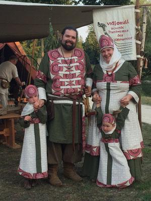 Familie Rus im neuen Ausgehdress
