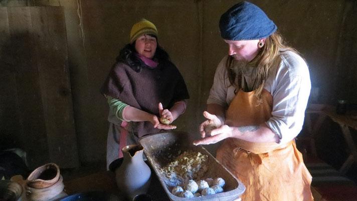 ...kümmert sich Wulf um das Abendessen - unter tatkräftiger Hilfe von Ærindis.
