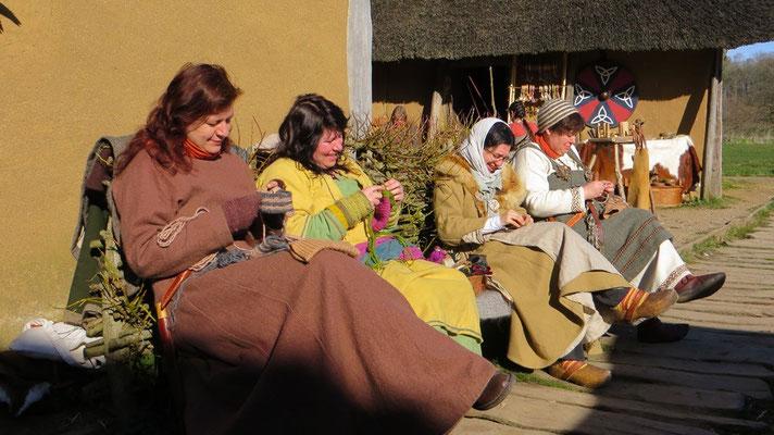 Die drei Grazien + 1 sitzen wieder in der Sonne - ein sehr beliebtes Fotomotiv.