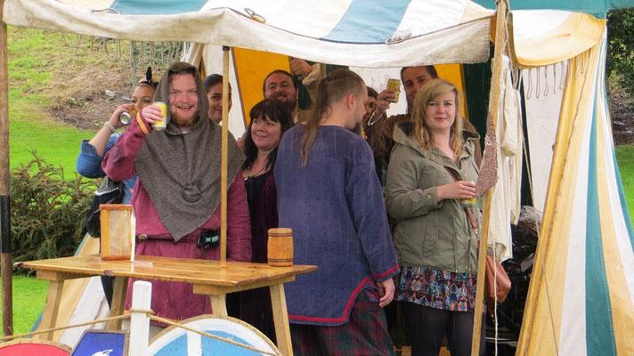 ...es gab Dosenfreibier und im Zelt hinter uns pfiff ein Teekessel...