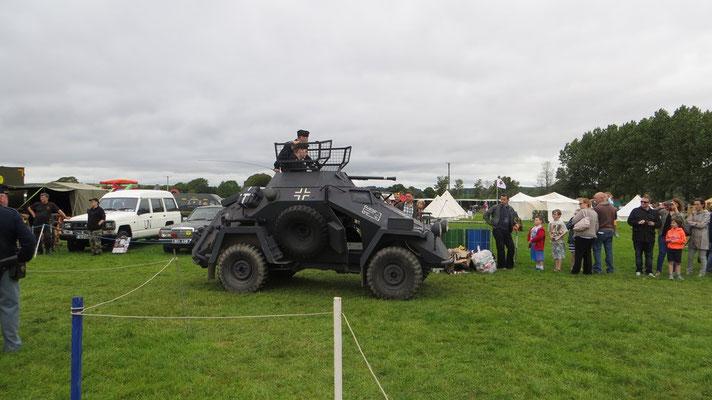 Er und seine Gruppe haben zwei dieser Spähpanzer absolut originalgetreu nachgebaut.