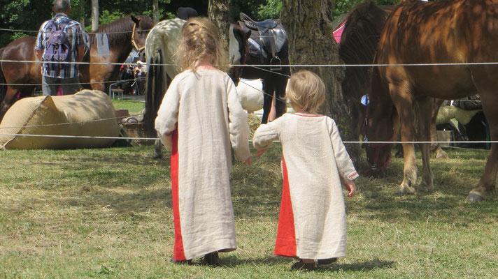 Unsere Lagerkinder hatten einen riesigen Spielplatz. Mit echten Pferden!