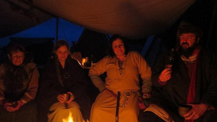 Abends gabs dann eine gemütliche Runde ums warme Feuer.