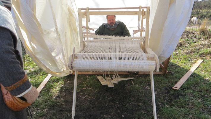 Unter anderem den berühmten Trittwebstuhl nach Fundlage Haithabu. Eine tolle Arbeit!