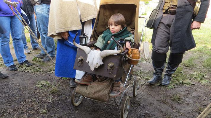 """Den Titel """"Coolster Kinderwagen ever"""" hat sich dieser Knirps wahrhaftig verdient!"""