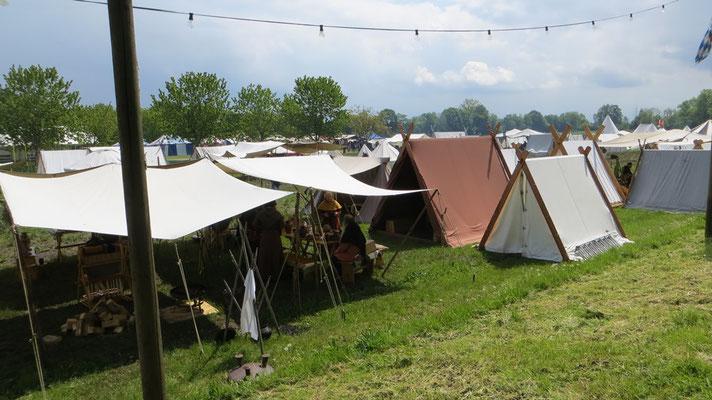 Die Zeltstadt auf der Lagerwiese...