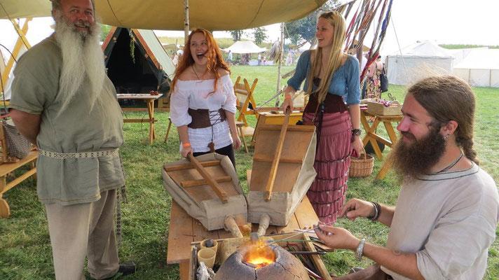 Ulfram hat derweilen zwei hübsche Sklavinnen zum Betrieb der Blasebälge gefangen :-D