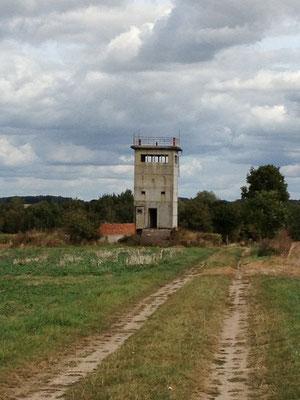 Plattenweg zum Turm