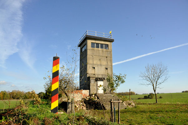 Grenzturm Dahrendorf in Novembersonne (11_2020)