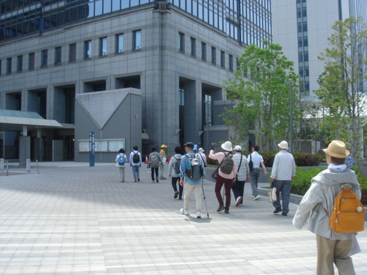 堺市役所高層館へ