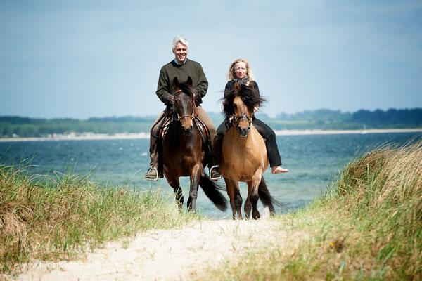 Andrea und Benjamin mit ihren Paso´s