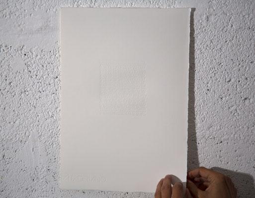 """""""Je suis"""", détail, impression typographique (foulage) sur Fabriano Rosaspina, 25x35,5 cm, 2019"""