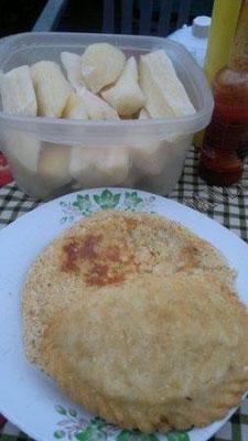 Frühstück bei Stella in Villarrica Mbeyú, Pastel Mandi'o und Cocido con leche