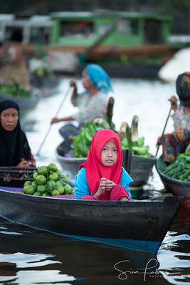 Muslim girl on the floating market