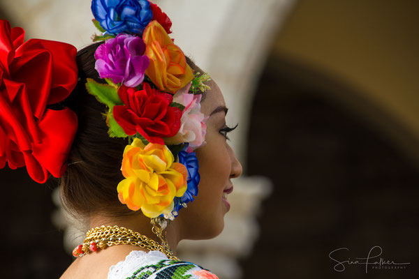Colourful Yucatan dance