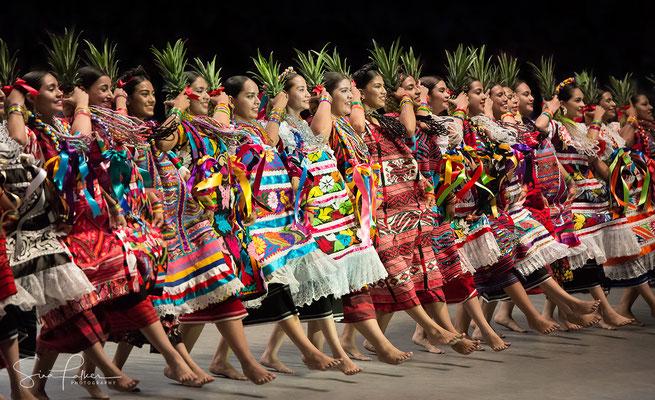 Dancing the Flor de Piña