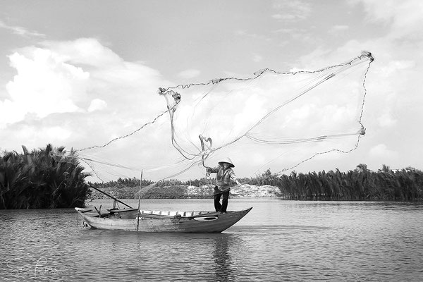 Fishing in the waters of Hoi An