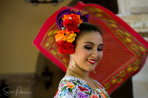 Enoying the Yucatan dance