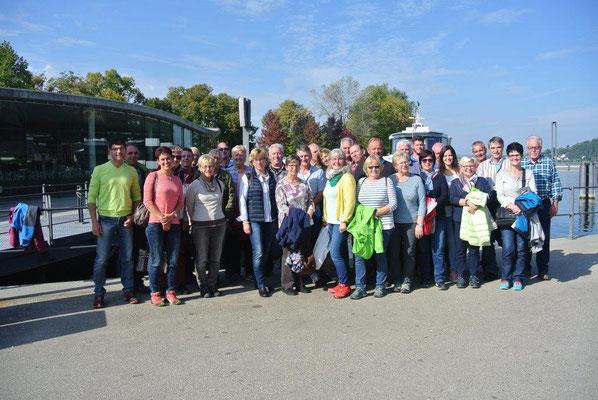 Die Ausflugsteilnehmer am Hafen in Bregenz