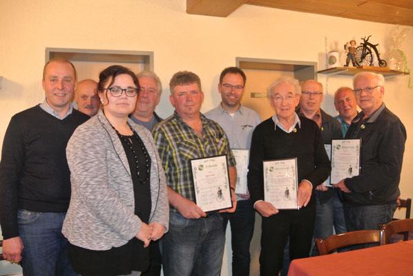 Zum Ehrenmitglied ernannt und ausgezeichnet mit der goldenen Ehrennadel für 40jährige Mitgliedschaft wurden Hermann Brandhuber und Josef Lammer. Ebenfalls für das 40jährige Vereinsjubiläum ausgezeichnet wurden Werner Müller, der den Verein auch 12 Jahre
