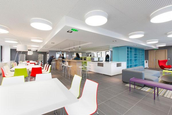 Aménagement d'un espace lounge et cafétéria d'entreprise, Bureaux, Paris 10, 2014, Architectes: Guillaume Cariou et Cedric Hurstel / JLL .