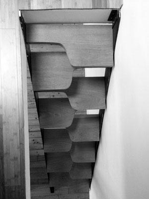 """Escalier à pas décalés, """"Mini-Loft"""" en duplex, Paris 18, 2012, Architecte: Guillaume Cariou."""