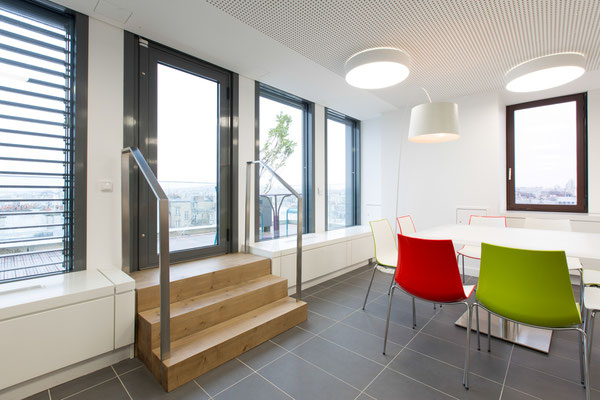 Emmarchement en chêne massif, Bureaux, Paris 10, 2014, Architectes: Guillaume Cariou et Cedric Hurstel / JLL .