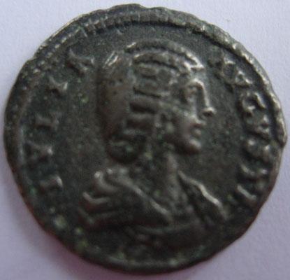 imitation en argent denier de Julia Domna frappé à Rome en 211, 2,72 g, A/ IVLIA AVGUVSTA