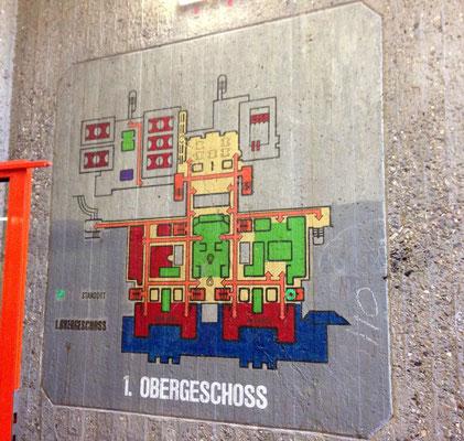 Ursprünlicher Wegeplan an der Treppenhauswand in der Dieter-Forte-Gesamtschule