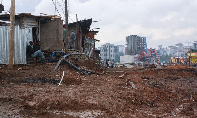<b>Hélène Verger: Umbruch.</b> Seit einigen Jahren wird in Addis vieles neu gebaut. Addis war eine Stadt, in der alle Schichten der Gesellschaft zusammenlebten. Es gab keine Klassentrennung und auch kein Slum. Das ändert sich im Augenblick sehr rasch.