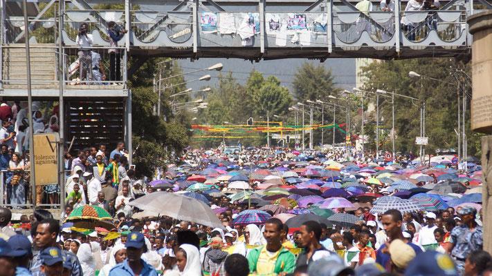 <b>Daniel Worku Kassa: Ohne Titel.</b> Das Epiphanias ist eine der beliebtesten und populärsten religiösen Feiern. Es kommen Millionen von Menschen aus ihren Häusern, um die Nacht mit der Bewachung der Tabots zu verbringen.