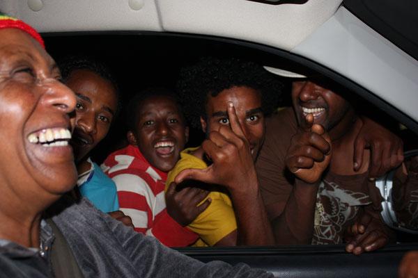 <b>Deborah Mekbib Kifle: Freude.</b> Addis Abeba hat eine der jüngsten Bevölkerungen der Welt. Die Straßen der Stadt sind voll heiterer junger Menschen, die vor allem die Geselligkeit lieben.