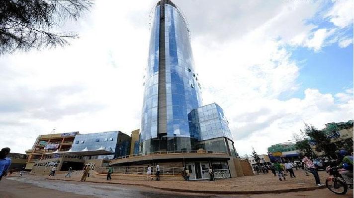 <b>Guillaume RUTEMBESA: Kigali City Tower.</b> Das Hochhaus ist mit 18 Stockwerken das höchste Gebäude Ruandas. Darin befinden sich unter anderem Supermärkte, Büroräume, Restaurants, Boutiquen, Radiostudios – und ein 5D(!)-Kino.