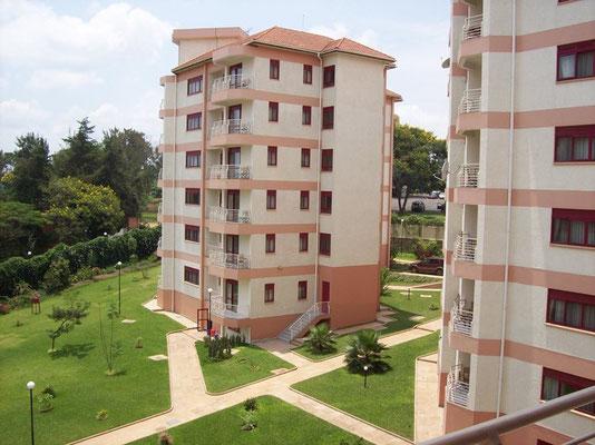 <b>Guillaume RUTEMBESA: Wohnungen in Kacyiru.</b> Im Viertel Kacyiru befinden sich viele Bürohäuser von Nichtregierungsorganisationen,  der UNO, der ruandischen Regierung und viele Botschaften.