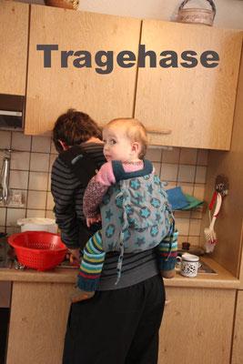 Bei der Hausarbeit (Tragehilfe Fr. Hübsch)