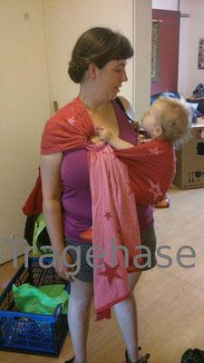 Kokadi Ring Sling mit 1jährigem Kind