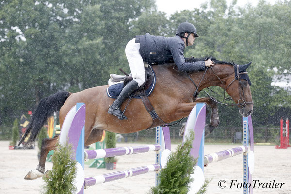 s16 Julius Reinacher met Goodith (Grand Coeur) wint 1.40m Young Riders Small Tour
